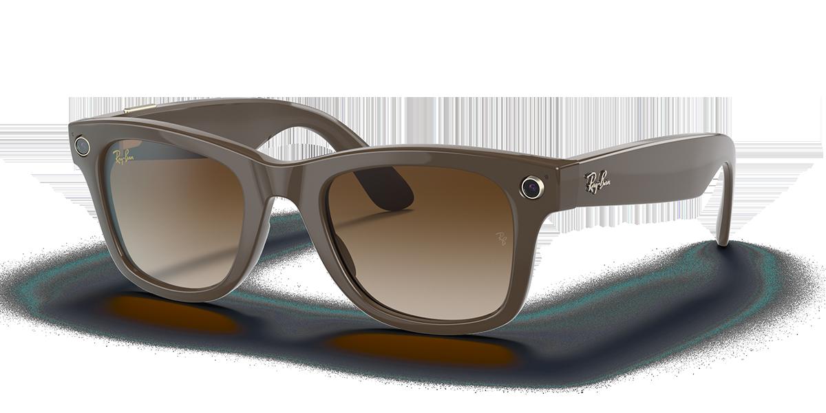 Ray-Ban Stories Wayfarer Brown Sunglasses quarter